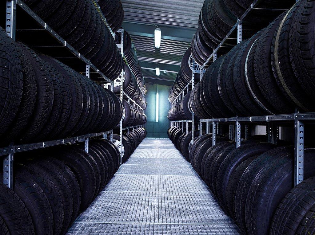 Industrie-VW-Reifenlager.jpg