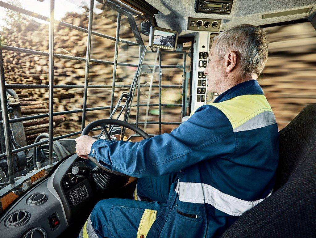 Transportation-Volvo-Fahrer.jpg