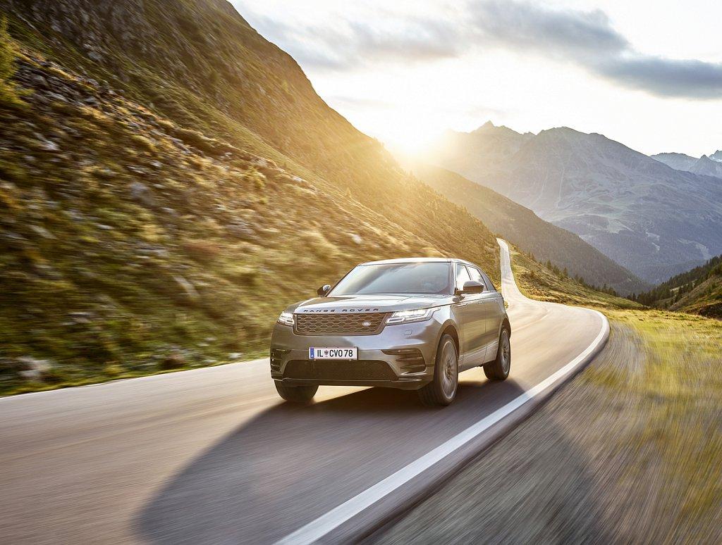 Land-Rover-Transportation-Timmelsjoch.jpg