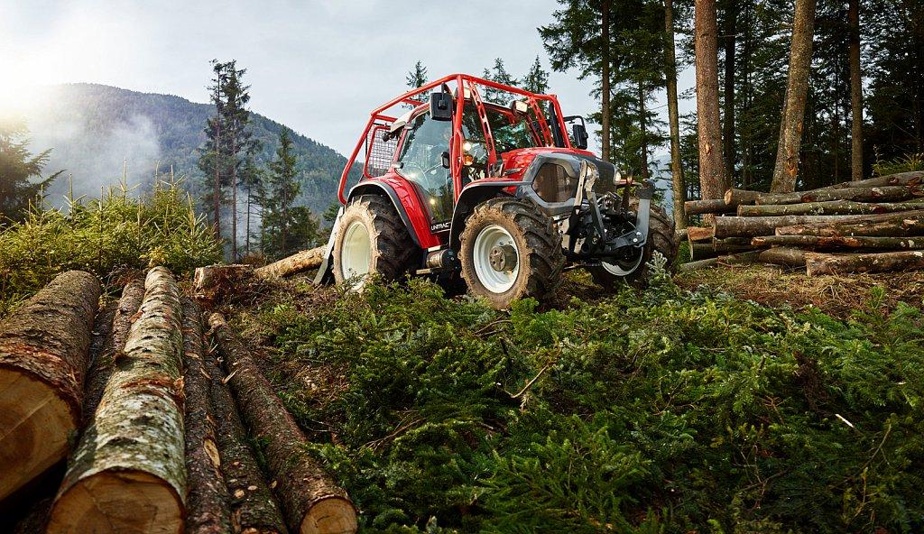 Lindner-Traktoren-Forsteinsatz.jpg