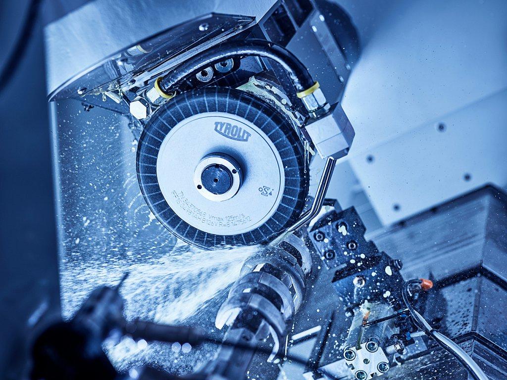 Industrie-Tyrolit-Kniegelenk.jpg