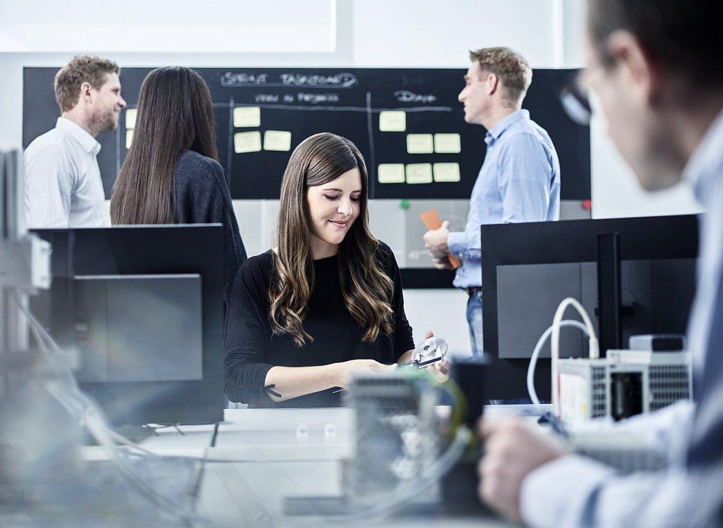 Corporate-Industriefotografie-Swarovski-Employer-Branding-Kampagne-01.jpg