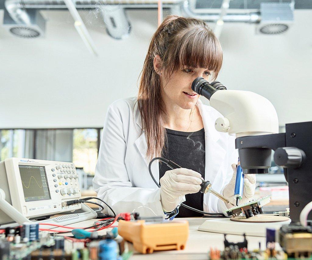 Industriefotografie-Elektronik-Labor.jpg