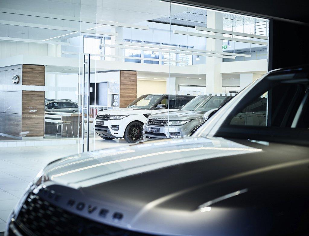 Unterberger-Landrover-Jaguar-Showroom-05-web.jpg